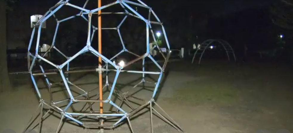 事件現場の公園の写真