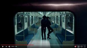 リーバイス新CMのロケ地の電車の中の風景